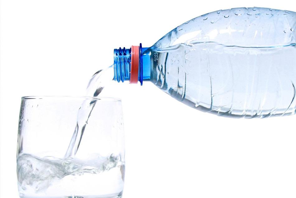 Quale acqua devo bere per prevenire la produzione di calcoli?